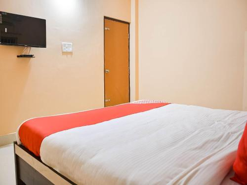 A bed or beds in a room at OYO 76810 Tm Paradise