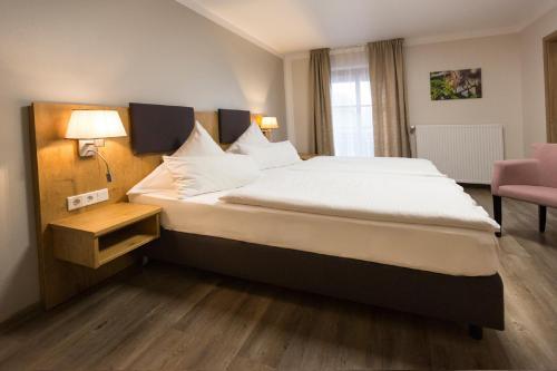 A bed or beds in a room at Landgasthof Vogelsang