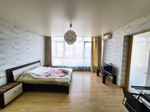 Кровать или кровати в номере Apartment on ulitsa Chaykovskogo
