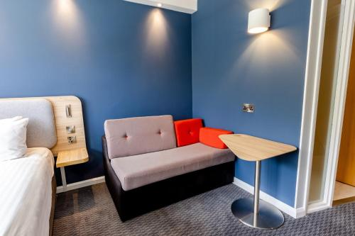 A seating area at Holiday Inn Express Norwich, an IHG Hotel