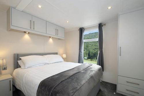 A bed or beds in a room at Brackenborough Hotel