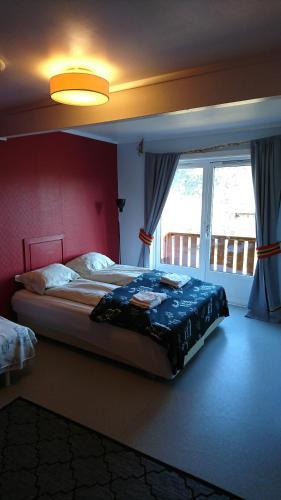 En eller flere senger på et rom på Boazovazzi