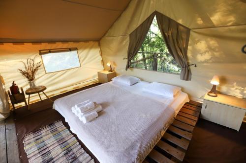 Кровать или кровати в номере Глэмпинг Eco Village Sochi