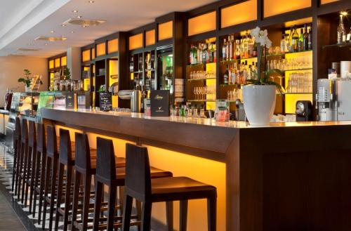 The lounge or bar area at Flemings Hotel München-Schwabing