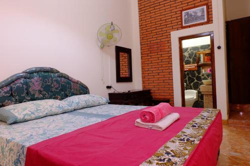 A bed or beds in a room at Kampoeng Djawa Hotel