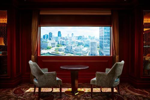 A seating area at ANA Crowne Plaza Osaka, an IHG Hotel