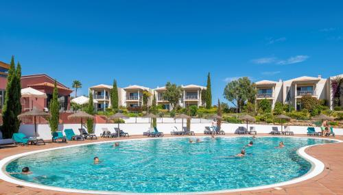 Het zwembad bij of vlak bij Vale da Lapa Village Resort