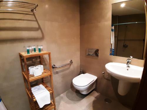A bathroom at Hostal Nirvana