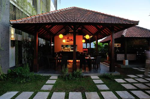A restaurant or other place to eat at Ganga Hotel & Apartment