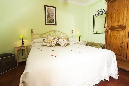 Een bed of bedden in een kamer bij Puerta De Aduares