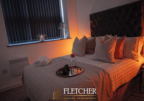 A bed or beds in a room at Fletcher Apartments