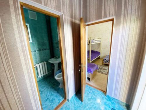 Ванная комната в Гостевой Дом «На Самбурова 279»