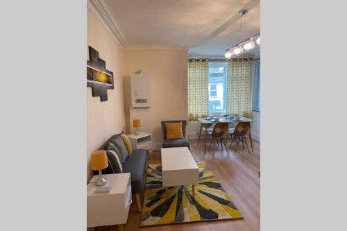 A restaurant or other place to eat at Excellent and very Modern Apartment with Private Parking