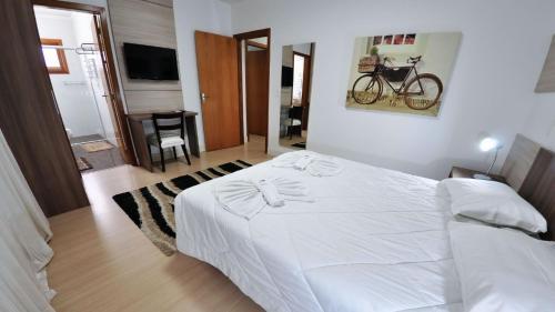 Cama ou camas em um quarto em Sky Ville Hotel Gramado