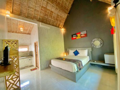 A bed or beds in a room at Baliwid Villa Ubud