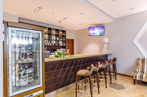 Лаундж или бар в Отель Райкин Плаза