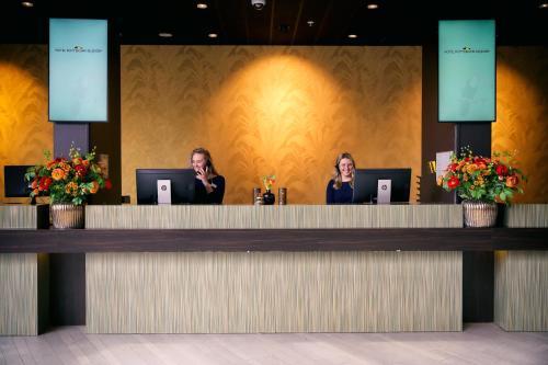 De lobby of receptie bij Van der Valk Hotel Rotterdam - Blijdorp