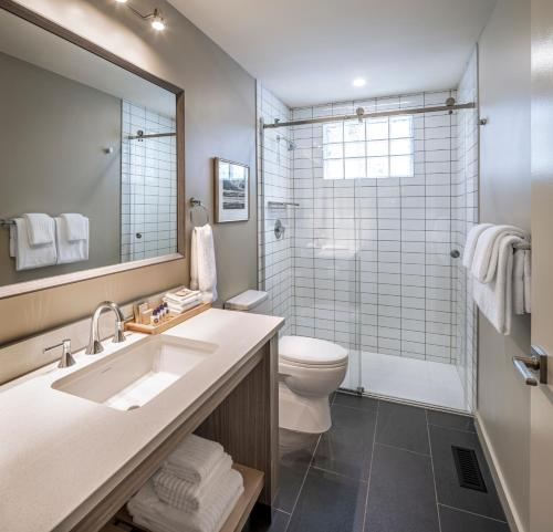 A bathroom at Buffalo Mountain Lodge