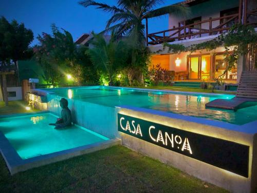 The swimming pool at or close to Casa Canoa