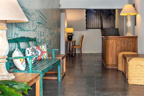 A seating area at Apartaments B-Llobet Sun & Confort
