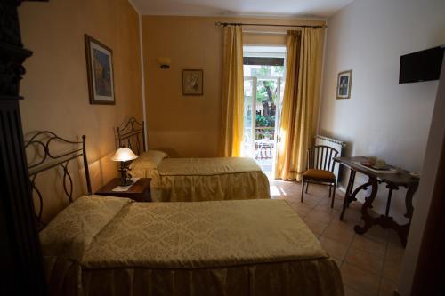 A bed or beds in a room at Casa Lollobrigida