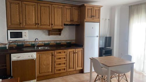 Ett kök eller pentry på Apartamentos Balcon de Carabeo