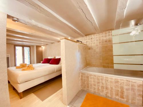 Un ou plusieurs lits dans un hébergement de l'établissement Le Lavoir aux Roses