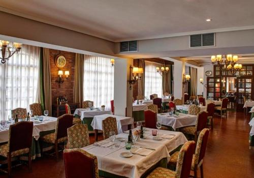 A restaurant or other place to eat at Parador de Calahorra