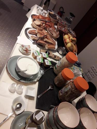 Options de petit-déjeuner proposées aux clients de l'établissement Hotel Pinocchio