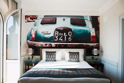 Ein Bett oder Betten in einem Zimmer der Unterkunft Hotel Indigo Rome - St. George, an IHG Hotel
