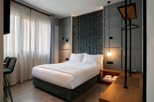 A bed or beds in a room at Magenta Luxury Suites