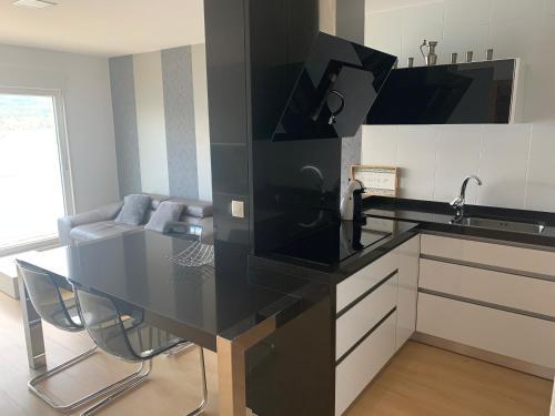 Una cocina o zona de cocina en Apartamento Praia de Quenxe