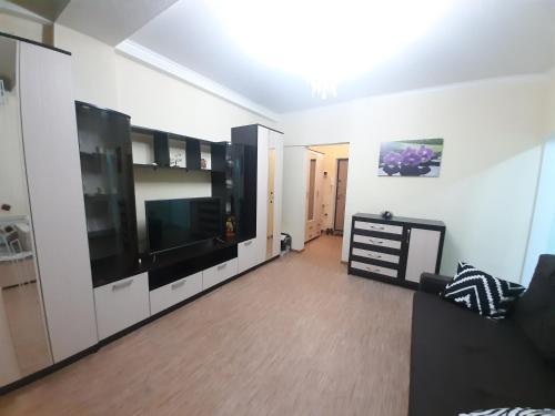Телевизор и/или развлекательный центр в 1-к квартира рядом с морем в центре Сочи