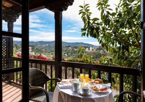 A restaurant or other place to eat at Parador de Tortosa