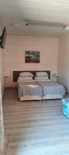 Кровать или кровати в номере Yacht Club Guesthouse