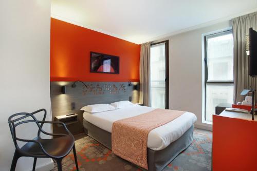 Cama ou camas em um quarto em Hotel Eiffel Capitol