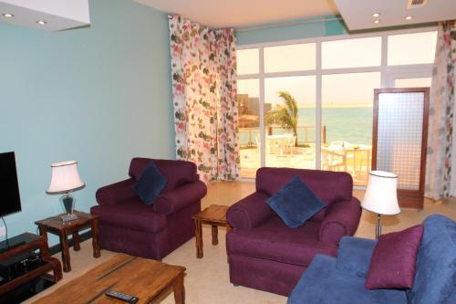 Uma área de estar em Al Fairooz Resort For Families