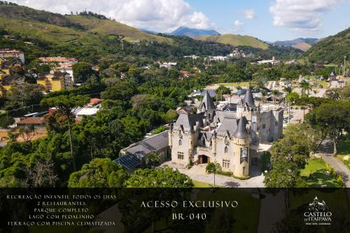 A bird's-eye view of Castelo de Itaipava Hotel, Eventos e Bistrô