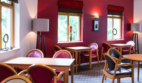 A restaurant or other place to eat at Holiday Inn Express Inverness, an IHG Hotel