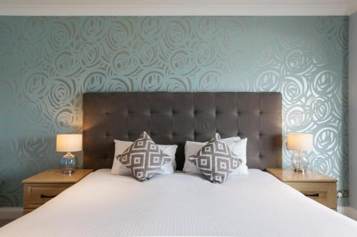 A bed or beds in a room at Greenbank Hotel