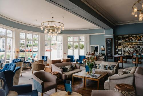 The lounge or bar area at Greenbank Hotel