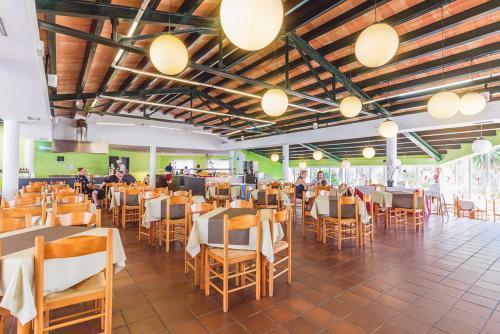 Restaurant ou autre lieu de restauration dans l'établissement Vacances Menorca Blanc Cottage - 3SUP