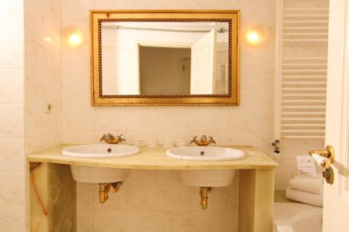 A bathroom at Hotel Schimmelpenninck Huys