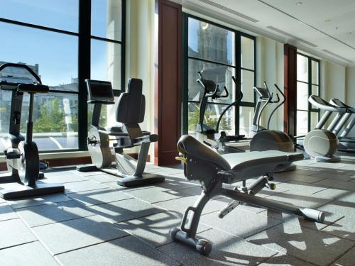 The fitness center and/or fitness facilities at Hilton Antwerp Old Town