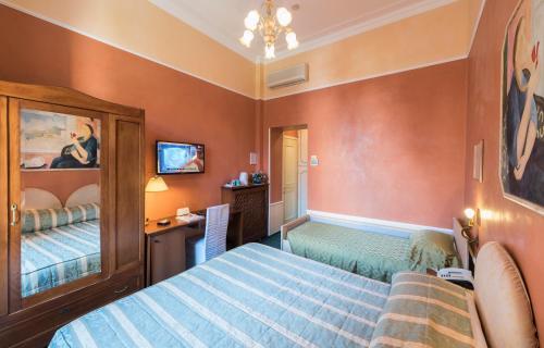 Letto o letti in una camera di Hotel Miralago