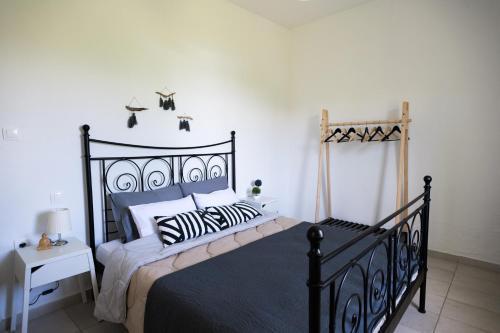 Ένα ή περισσότερα κρεβάτια σε δωμάτιο στο Kima Skiathos