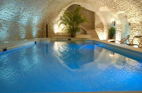 The swimming pool at or near Château de Vault de Lugny