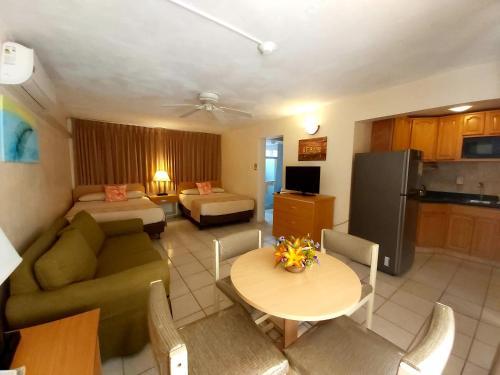 Uma área de estar em Sasaki Apartments