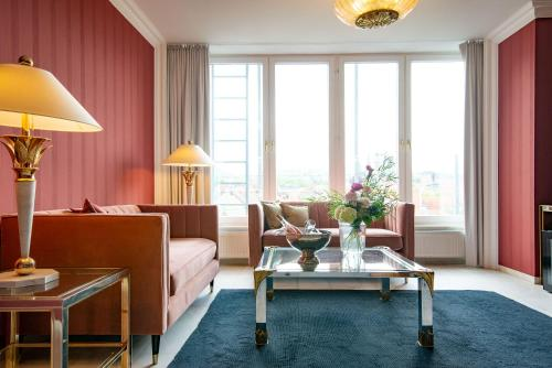 A seating area at Hotel Bamberger Hof Bellevue