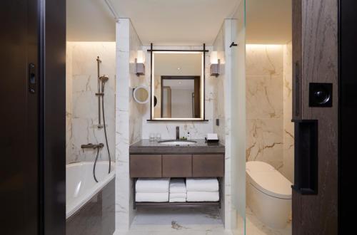A bathroom at Grand InterContinental Seoul Parnas, an IHG Hotel